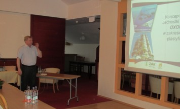 Przedstawiciele ICSO wygłosili prezentację na temat koncepcji produkcji nowych plastyfikatorów w JB Oxoplast.