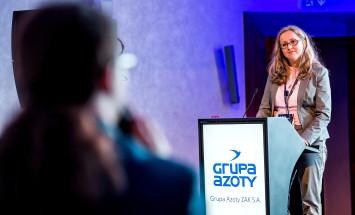 Joanna Imiołczyk z firmy Nitroerg S.A.  podczas wystąpienia pn. Dodatki paliwowe na bazie OXO.